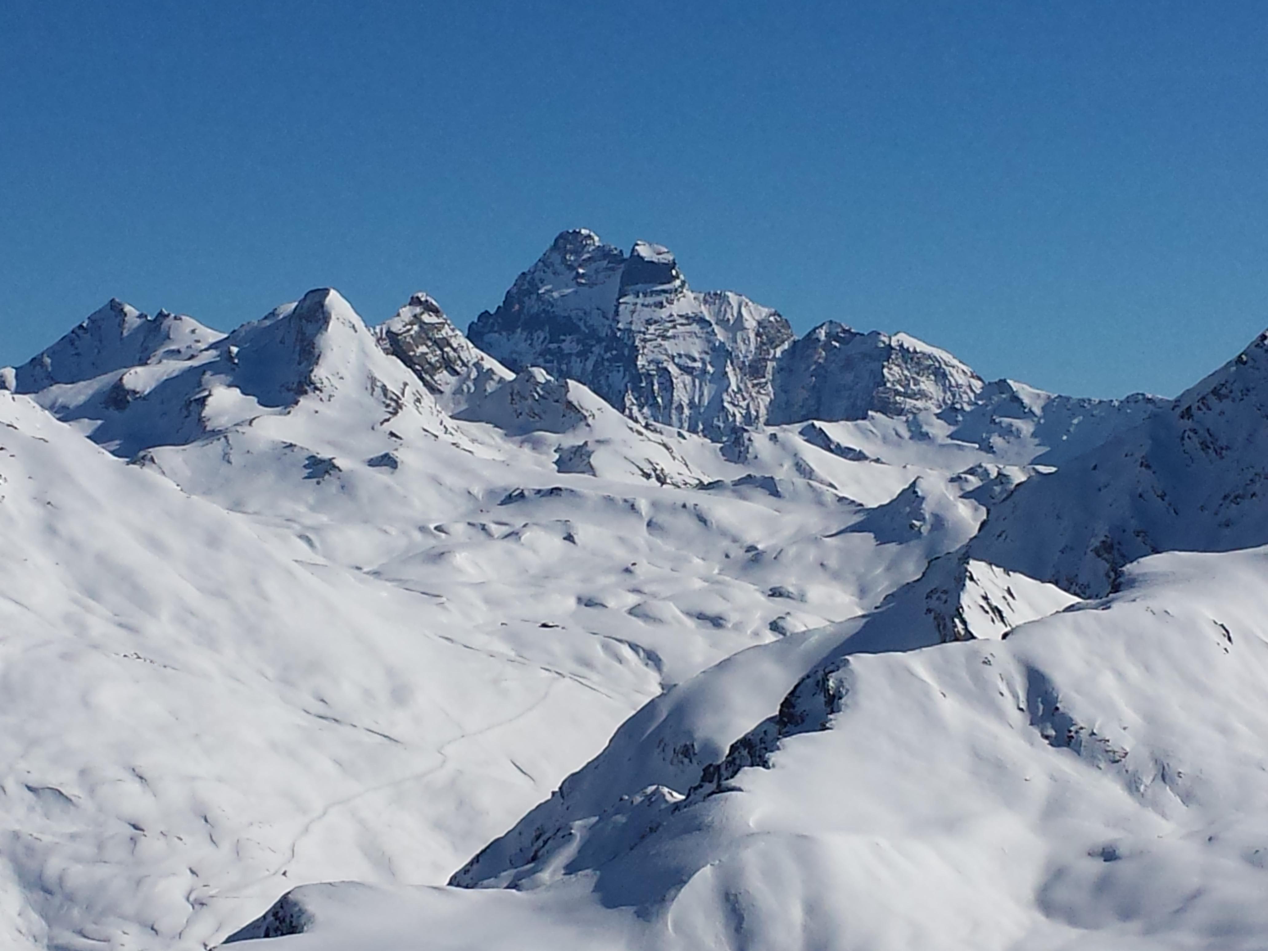 Molines (3000 m) : La vallée de l'aigue Agnel avec au fond le Mont Viso